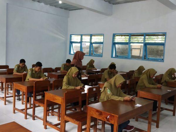 Ujian Sekolah berbasis Android